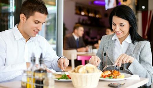 Pausa-pranzo-tavolo